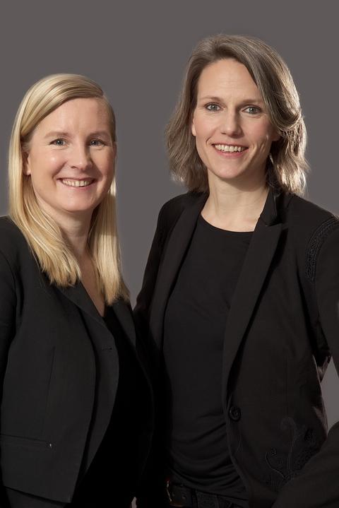 Eva Lange (li.) und Carola Unser, Hessisches Landestheater Marburg