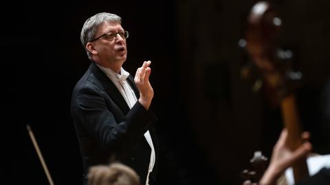 Hans-Christoph Rademann beim Dirigieren