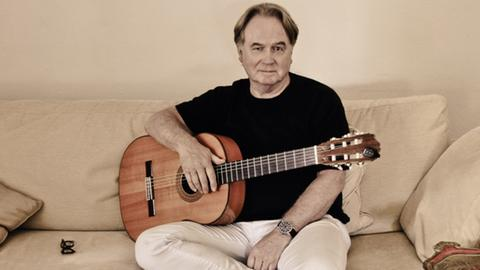 Der Berliner Liedermacher Klaus Hoffmann