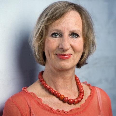 hr2-Moderatorin Angela Fitsch