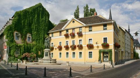 Das prächtig herausgeputzte Eckhaus in der Geleitstrasse in Weimar, aufgenommen am 01.08.2006.