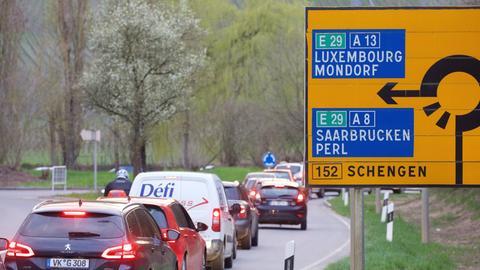 Stau in Schengen nach der Grenzschließung zwischen Luxemburg und Deutschland
