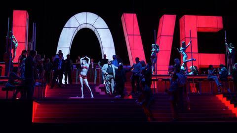 Manon Lescaut an der Oper Frankfurt: Asmik Grigorian, Geronte de Ravoir und Ensemble