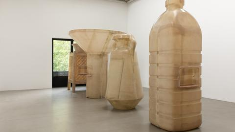 Skulpturen von Alia Farid im Portikus
