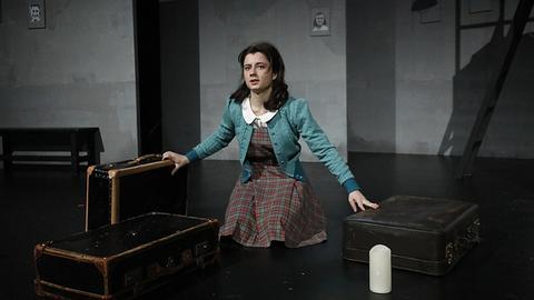 """Szene aus """"Das Tagebuch der Anne Frank"""" am Gießener Stadttheater"""