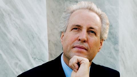 Manfred Honeck dirigiert.