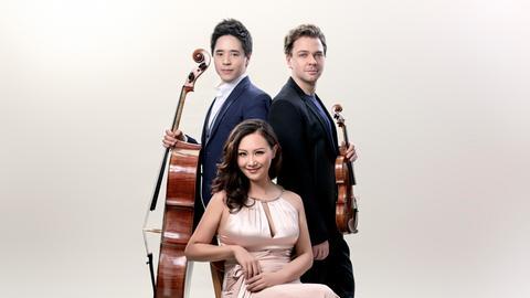 Das Sitkovetsky Piano Trio: Alexander Sitkovetsky (Violine, rechts), Isang Enders (Violoncello) und Wu Qian (Klavier).