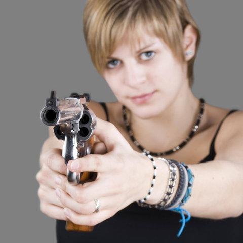 """Frau mit Waffe, Hörspiel """"Havanna"""" von Simone Buchholz"""