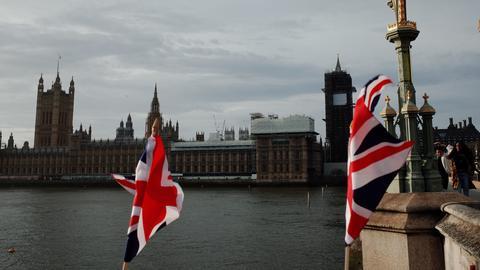 Die Flaggen über der Themse