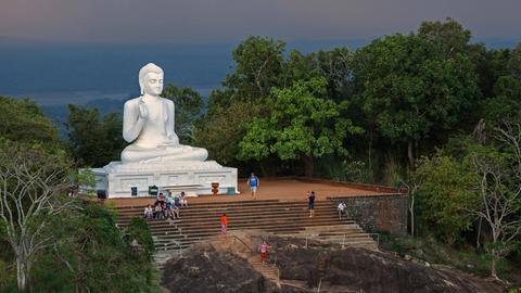 Sitzender Buddha in Mihintale, Nord-Zentralprovinz, Sri Lanka