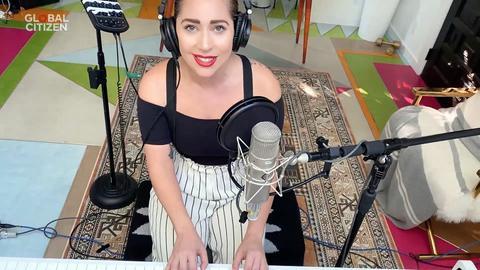 """Lady Gaga bei ihrem Auftritt im Rahmen des virtuellen Konzerts """"One World: Together at Home""""."""