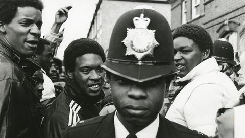Ein schwarzer Polizist 1985 in London