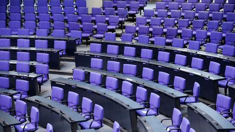 Leere blaue Sitze im Bundestag