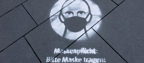 Schriftzug auf einem  Bürgersteig