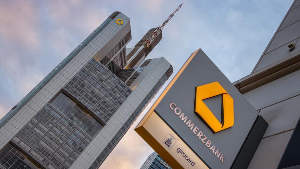 2.300 Vollzeitstellen betroffen: Commerzbank investiert Millionen für Jobabbau