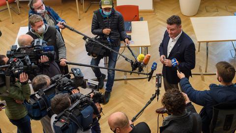 Markus Kurze, Parlamentarischer Geschäftsführer der CDU-Fraktion im Landtag von Sachsen-Anhalt und Vorsitzender der Arbeitsgruppe Medien der CDU-Landtagsfraktion, gibt nach der Sitzung des Medienausschusses ein Interview.