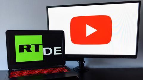Alle deutschen YouTube-Kanäle des staatsnahen russischen Senders Russia Today (RT DE) wurden von YouTube gelöscht. Der Kreml überprüft nun Gegenmaßnahmen. (Symbolbild, Symbolfoto, Fotomontage)