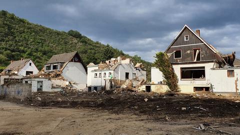 Die Flutkatastrophe hat Schäden unfassbaren Ausmasses hinterlassen, hier im Weinort Altenahr.