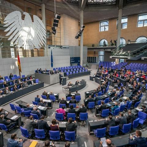 Berlin: Die Abgeordneten im Plenum im Bundestag