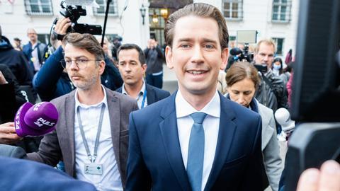 Bundeskanzler Sebastian Kurz (ÖVP) am Donnerstag, 07. Oktober 2021, auf dem Weg zu einem Gespräch mit Bundespräsident Alexander Van der Bellen in der Hofburg in Wien.