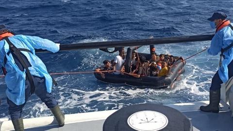 Die Türkische Küstenwache rettet Asylsuchende