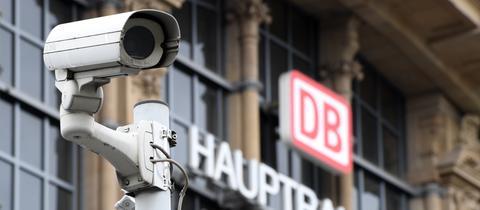 Eine Kamera am Frankfurter Hauptbahnhof