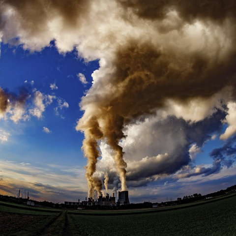 Das Kraftwerk Niederaußem von der RWE Power. Bergheim-Niederaußem,