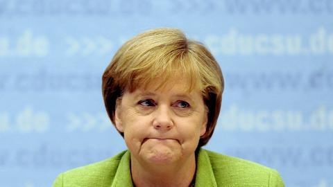 Angela Merkel guckt traurig