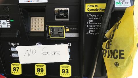 """""""No Gas"""", kein Sprit, steht an einer Tankstelle in Bethesda, einem Vorort von Washington im Bundesstaat Maryland. Nach dem Cyberangriff auf die größte Benzin-Pipeline in den USA ist es zu Engpässen an Tankstellen gekommen."""