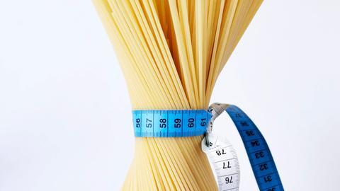 Spaghetti mit Maßband