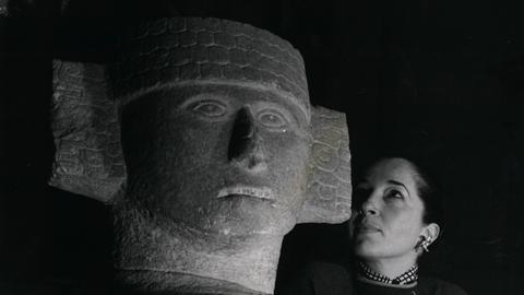 Der Regengott Chac Mool auf einer Ausstellung 1953