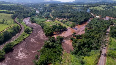 Eine Luftaufnahme zeigt die Schlammlawine nach einem Dammbruch bei der Gemeinde Brumadinho im Süden Brasiliens.
