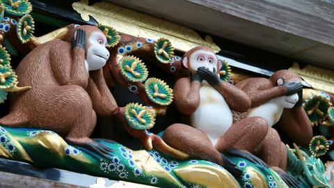 Die drei weisen Affen vom Toshogu-Schrein in Nikko, Japan.