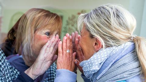 Familienbesuch am Pflegeheim