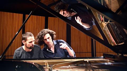 Die Pianisten Leonhard Dering und Kirill Zvegintsov
