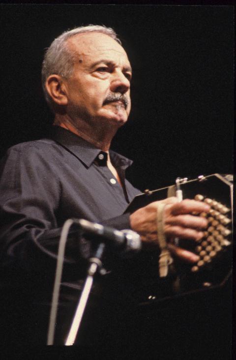 Astor Piazzolla | Liveauftritt des argentinischern Bandoneon-Spielers, Komponisten und Tango Nuevo-Begründers in den 80er Jahren