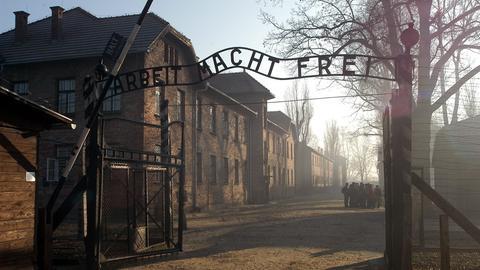 Der Eingang zum ehemaligen Konzentrationslager Auschwitz-Birkenau