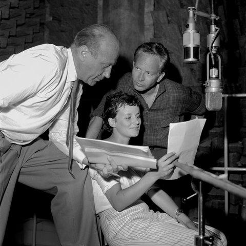 Regisseur Ulrich Lauterbach, Xenia Pörtner (Ebba von Rosenberg) und Paul Edwin Roth (Helmut Graf Holk).