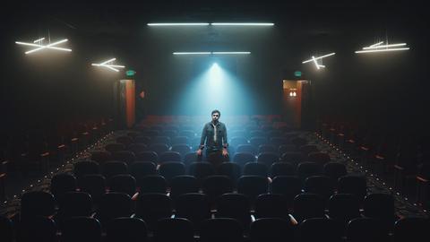 Kino Projektor Kinosaal Kinoraum dunkel