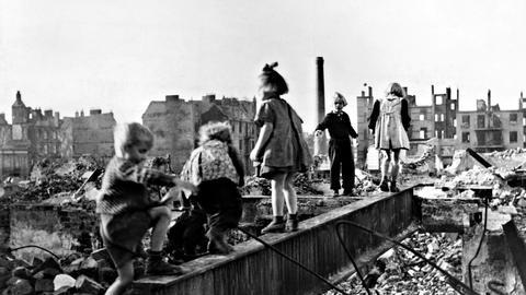Kriegskinder Nachkriegszeit Spielen Trümmer Weltkrieg