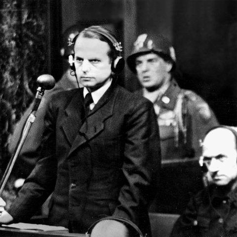 """Otto Ohlendorf plädiert auf """"nicht schuldig"""" bei dem Nürnberger Prozess gegen die Hauptkriegsverbrecher."""