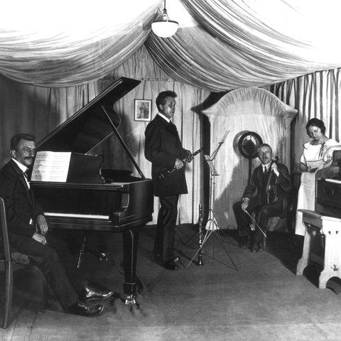 Blick in einen Konzert-Aufnahmeraum des Rundfunks in den 20er Jahren
