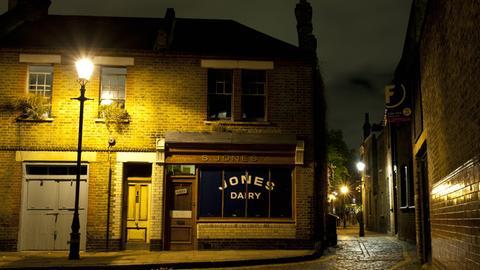 Straße bei Nacht in England