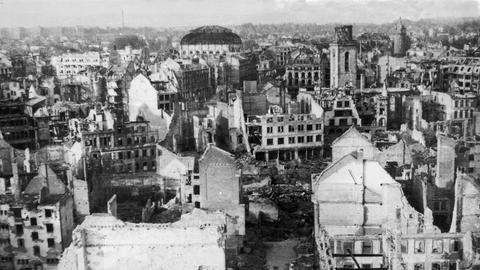 Das von Bomben zerstörte Frankfurt/M. am Ende des 2. Weltkriegs