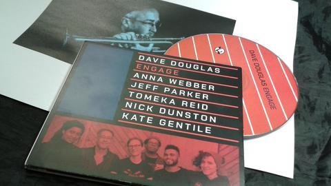 Dave Douglas und Engage