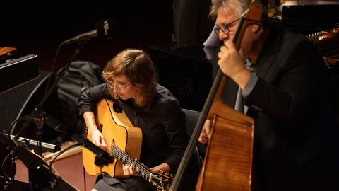 Michael Formanek's Ensemble Kolossus mit Mary Halvorson