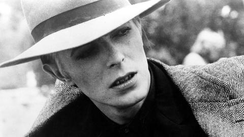 "David Bowie in dem Film ""The man who fell to Earth"" von 1976"