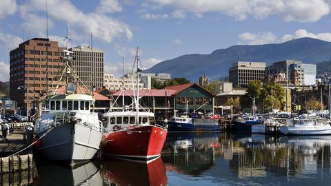 Der Hauptort von Tasmanien Hobart mit dem Mount Wellington im Hintergrund
