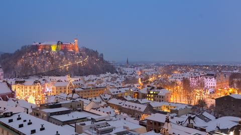 Blick über das verschneite Ljubljana