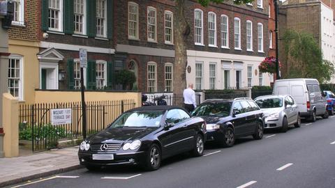 Mozart Terrace, Ebury Street, London: Hinter der Straßenlaterne befindet sich das Haus, in dem Mozart seine erste Sinfonie schrieb.